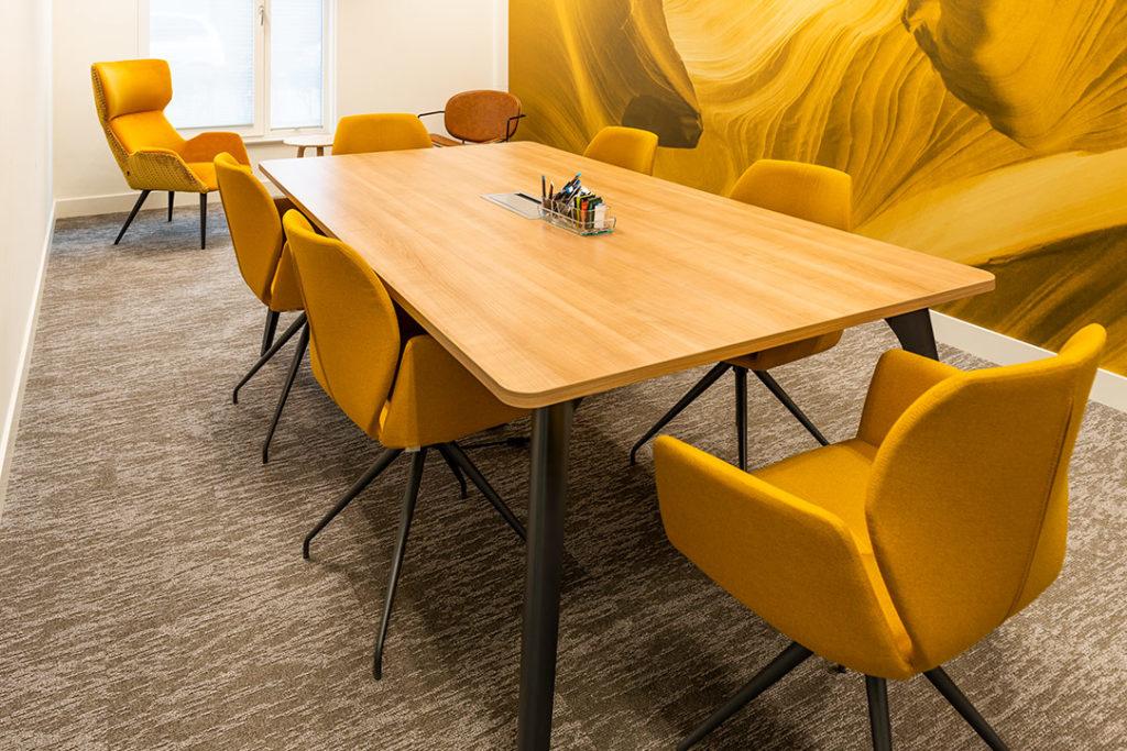 vergaderplek geel