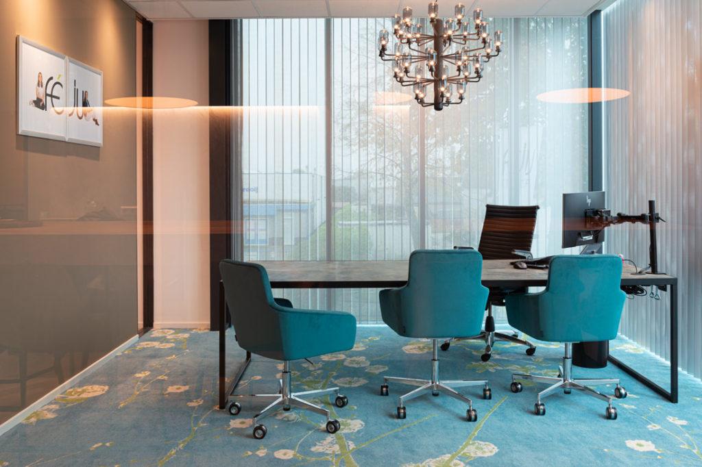 kantoor blauw stoelen