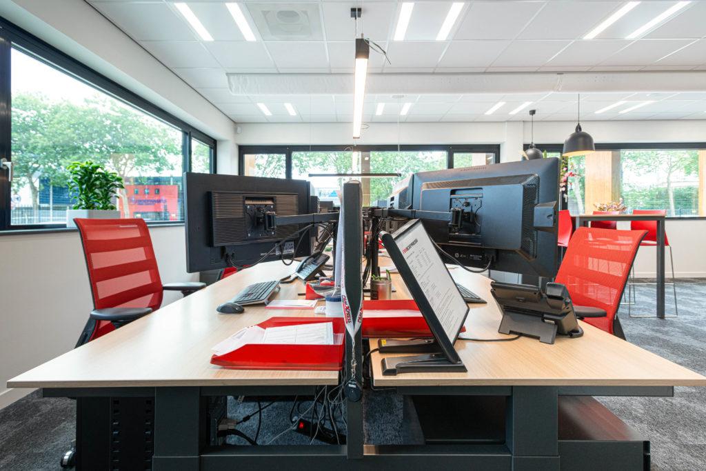 werkplaats zwart rood